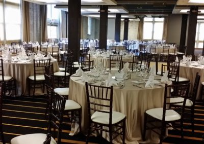 Mahogany chiavari chairs with ivory cushions and champagne table cloth